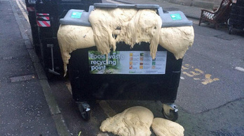 D'oh! Raw dough dumped by pizza restaurant bursts out recycling bin | Edinburgh Stories | Scoop.it