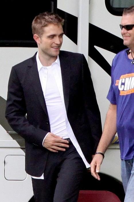 "PHOTOS: Robert Pattinson On The ""Maps To The Stars"" Set (HQ) - Maps to the Stars | 'Cosmopolis' - 'Maps to the Stars' | Scoop.it"