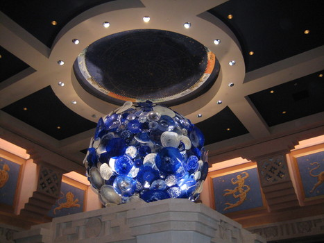 The moon by Dale Chihuly | Art Installations, Sculpture, Contemporary Art | Scoop.it