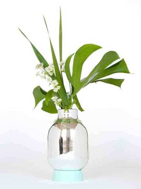 Turning it On Upside Down: Flask Vase and Light | Urban Gardens | Natural Soil Nutrients | Scoop.it