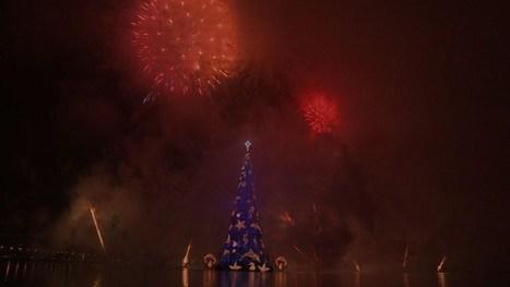 06/12 Un árbol flotante navideño de 85 metros (Video)   asunciononline.com   Scoop.it
