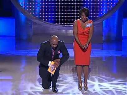 #Viralvideo #GAMESHOW FAIL!! WOMAN SAYS A LITTLE TOO MUCH WHEN ANSWERING A QUESTION ON #FAMILY FEUD!! | staged | Scoop.it