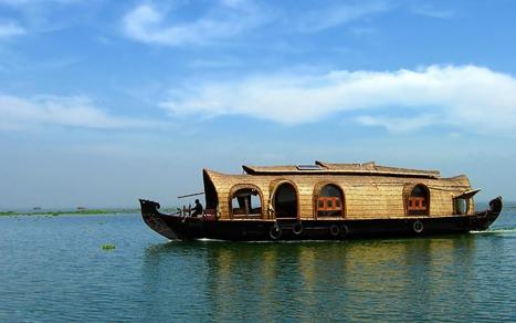 Maison flottante de verre et de bois veille for Kerala 3d piani di casa