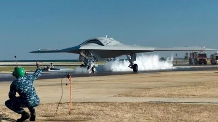 X-47B demonstrator makes first catapult launch | EEDSP | Scoop.it