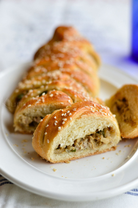 Chicken Stuffed Bread | The Man With The Golden Tongs Hands Are In The Oven | Scoop.it
