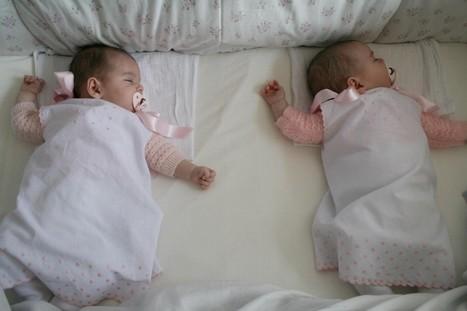 Cunas para gemelos y mellizos de la minicuna a for Cuartos para ninas gemelas