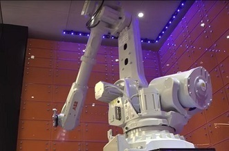 Click-And-Collect Robot Arm Gives Travelers A Seamless Checkout | Transmedia Storytelling meets Tourism | Scoop.it
