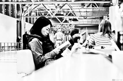 En voyage, les lecteurs préfèrent le livre imprimé plutôt que l'ebook - Actualitté.com | Lecture numérique... ou pas | Scoop.it