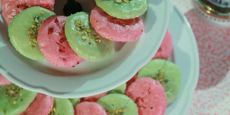 French Macaroons - A Recipe from Food Network Canada. | Macaroons | Scoop.it