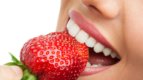 Whiten Teeth Naturally by Eating More Strawberries | Best Dental Care Services | Scoop.it