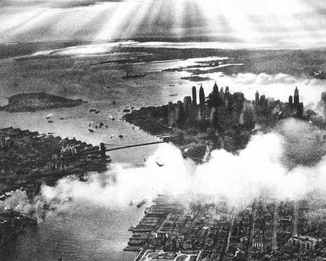 Vintage Sunset Aerial View New York City Lower Manhattan Smoke Dramatic Sky Skyscrapers Beams Rays of Light 1930s Black White Photography | New York When | Scoop.it
