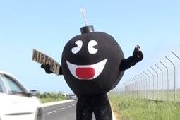 Vidéo Quand Rémi Gaillard se transforme en bombe humaine, c'est la panique - Vidéo Gag - Look Ma Video.fr   Buzz, humour et vidéos drôles   Scoop.it