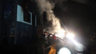 Deadly fire engulfs India train | Pakistan & India- Nic Crocitto | Scoop.it