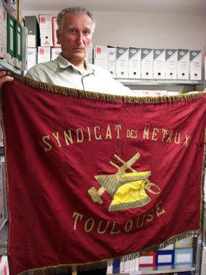 Le drapeau rouge, monument historique?   GenealoNet   Scoop.it