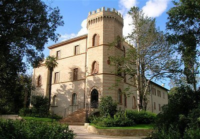 Castello di Montegiove - Historical dwelling and golf in Le Marche | Le Marche Properties and Accommodation | Scoop.it
