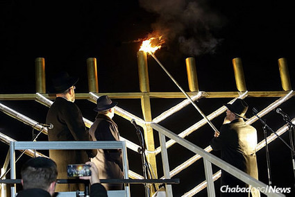 Thousands in Moscow Watch First Light Kindled on Menorah | Jewish Education Around the World | Scoop.it