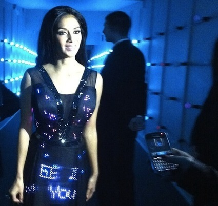 A Dress That Displays Tweets In Real-Time - DesignTAXI.com | art et machines | Scoop.it