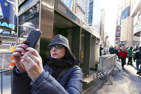 Here are the 10 stupidest things you're doing with your smartphone   Réseaux sociaux, médias, télé, techno,...   Scoop.it