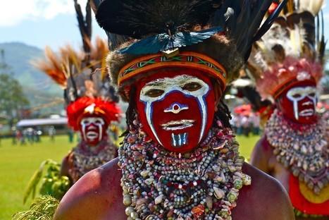Tribal face paints in Papua New Guinea [37 Pics] | triggerpit.com | Tribal Expression | Scoop.it