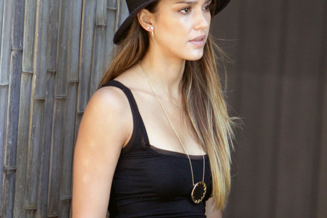 Jessica Alba's $58 Necklace Leads Our Cheap Celeb Finds Of The Week ... - Huffington Post | crystal necklace, diamond necklace and gold necklace | Scoop.it