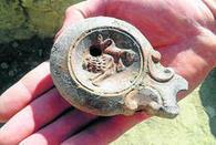 Halladas dos lucernas romanas en los nuevos trabajos de excavación... | LVDVS CHIRONIS 3.0 | Scoop.it