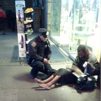 Arizona Tourist Takes Heartwarming Photo of NYPD Officer Giving New Pair of Boots to Homeless Man | Compassion in Action | Scoop.it