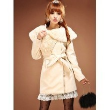 Cream Coat with Faux Fur Collar | Japanese Fashion | Scoop.it