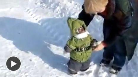 Un singe en combinaison de ski découvre la neige - Ohmymag | T'as la bannanne couzain ! | Scoop.it