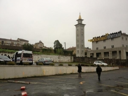 Islam versus Europe: French Nationalists Occupy Mosque Roof ... | The Indigenous Uprising of the British Isles | Scoop.it