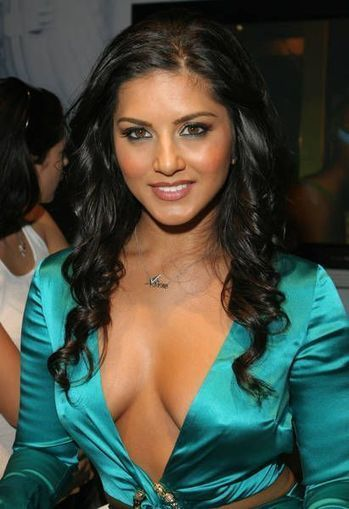 Sunny Leone in Blue-Green Silk Dress open from Front, Sunny Leone Pictures | Fashion Divas | Scoop.it