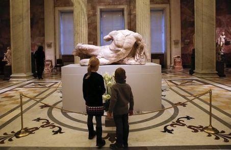 Scandale en Grèce après le prêt à la Russie d'un marbre du Parthénon par le British Museum   Blanc grec   Scoop.it