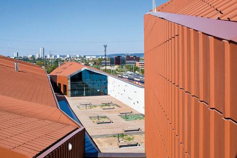Un centre de formation et un gymnase enveloppés de terre cuite - Réalisations - LeMoniteur.fr | The Architecture of the City | Scoop.it