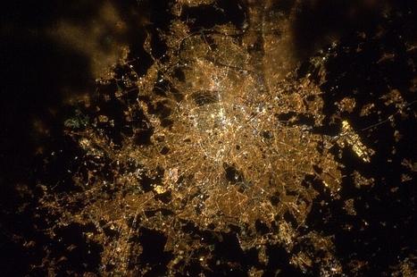 La Terre vue de nuit depuis la Station spatiale internationale | Merveilles - Marvels | Scoop.it