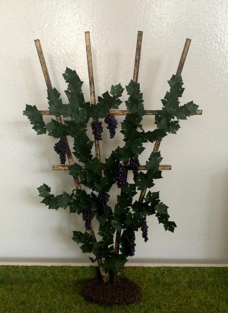 Plante verte jardin potager treillis avec vigne et raisins miniature maison de poupées échelle 1:12 | Images et infos du monde viticole | Scoop.it
