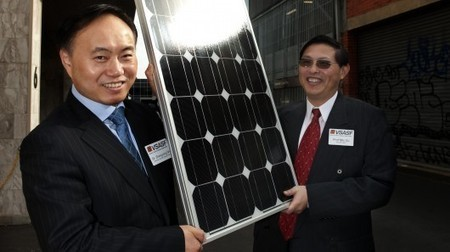 Bumpy nanoparticles improve the efficiency of thin-film solar cells | Stuff that Tweaks | Scoop.it