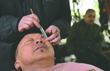 Eyeball Scraping – The Vanishing Trade Practiced by Sichuan Barbers | Strange days indeed... | Scoop.it