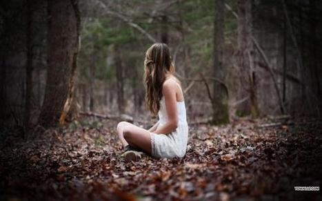 Girl Sitting In The Park | HD Wallpapers | Scoop.it
