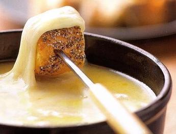 RECETTE: Fondue savoyarde aux 4 fromages | Le Fromage | Recettes de cuisine savoyarde | Scoop.it