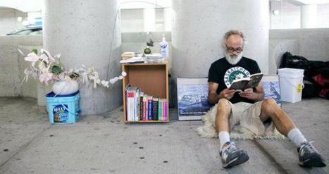 Sans-abri et amoureux des livres, il ouvre une bibliothèque gratuite sous un pont ! | BiblioLivre | Scoop.it