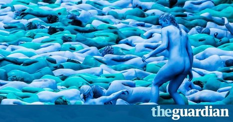 Thousands strip naked in Hull for Spencer Tunick photographs | Backstage Rituals | Scoop.it