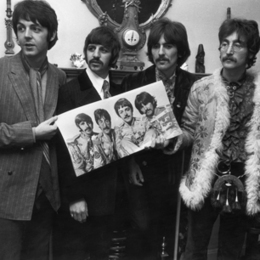 Signed Copy of the Beatles' 'Sgt. Pepper' LP Rockets Past Predicted Auction Price | Around the Music world | Scoop.it