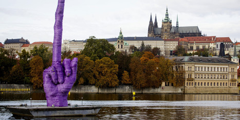 Giant Purple Sculpture Makes Obscene Hand Gesture At Czech President - Huffington Post   Pontoon Boats   Scoop.it