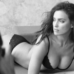 Photos : Irina Shayk en bikini ultra sexy embrase Instagram | Radio Planète-Eléa | Scoop.it