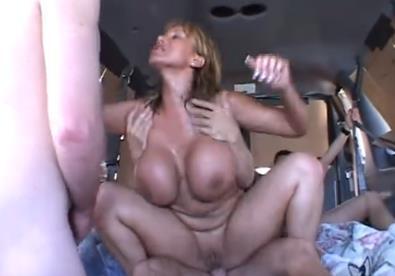 Bionda scopata in un pulmino | Video Adulti | Scoop.it