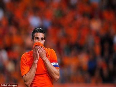 Tip bóng đá - Nhận định bóng đá - Ole.vn: Van Persie chấn thương, Van Gaal lo sốt vó | Báo thể thao tổng hợp 24 | Scoop.it
