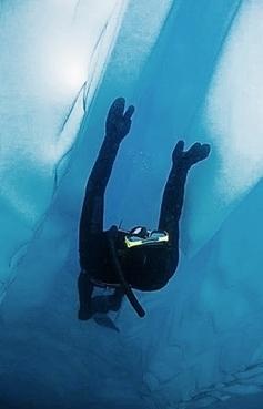 L'Âme bleue.  Deux apnéistes chez les #Inuit - à bord de #Vagabond #Groenland #apnée #plongée | Hurtigruten Arctique Antarctique | Scoop.it