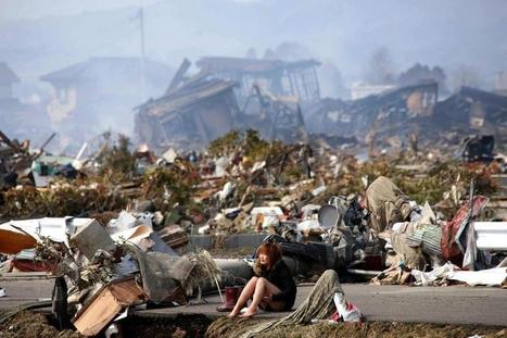 Twitter / Powerful_Pics: A woman cries after the massive ... | Japan tsunami | Scoop.it