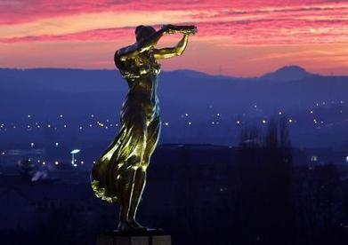 Luxembourg's Golden Lady war memorial | Luxembourg (Europe) | Scoop.it