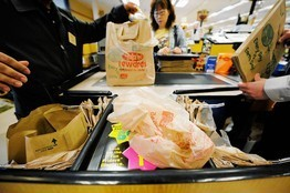 Should Cities Ban Plastic Bags? - Listening to both sides | Global Recycling Movement | Scoop.it