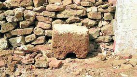 Descubren un sillar, posiblemente medieval, en una casa en ruinas - EuropaSur | historian: people and cultures | Scoop.it